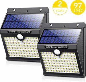LifeGoods Solar Buitenlamp met Bewegingssensor - 97 LEDs - Wit Licht -Tuinverlichting op Zonneenergie - IP65 Waterdicht - Voor Tuin-Wand-Oprit - 2 Stuks